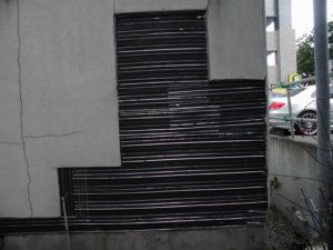 防水紙の上にラス網を施工